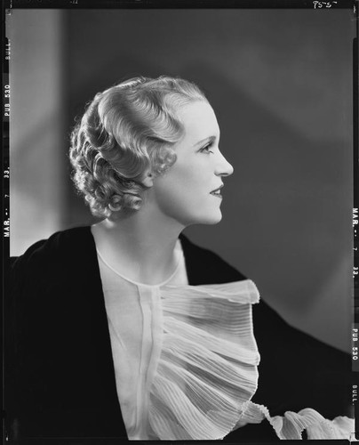 Peggy Hamilton modeling an Adrian gown and a Weaver Jackson hairstyle, 1933