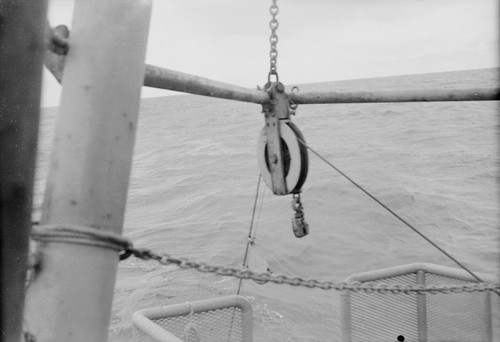 Calisphere: [Pulley and wire rope, R/V HORIZON]