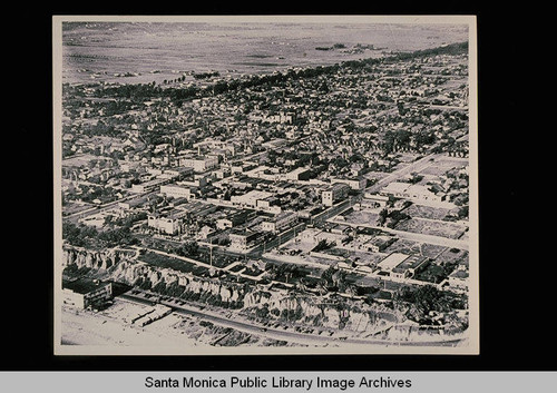 Aerial view of Santa Monica, north of Wilshire showing the wooded diagonal virtually undeveloped