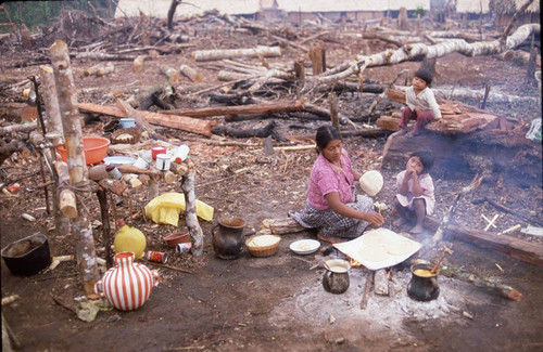 Guatemalan refugees cooking, Chajul, 1983