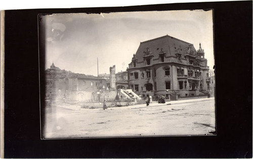 [Ruins of the Claus Spreckels residence at Van Ness Avenue and Clay Street]