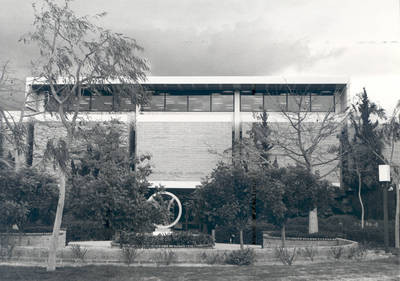 Thurmond Clarke Memorial Library and mall, Chapman College, Orange, California