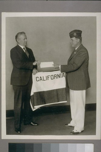 Governor presenting flag to Commander James L. Evans - Leonidas Pass #285, Am. Leg