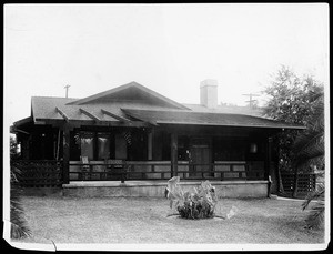 Exterior view of an unidentified bungalow in Los Angeles