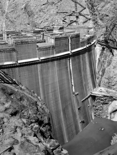 Face of Hoover Dam during construction