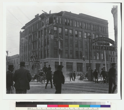 [Earthquake-damaged Central Bank building, Oakland. Fourteenth St. and Broadway.]