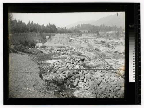 [Hydraulic Mining, the equipment used and the changed riverbed]