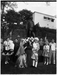 Washington wreath placed by children of American Revolution, 1958