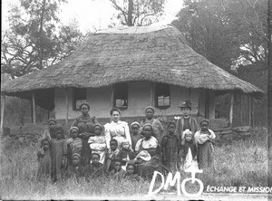 Group of women and little girls in front of a building, South Africa, ca. 1896-1911