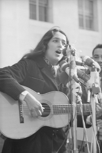 Joan Baez singing on Sproul Hall steps