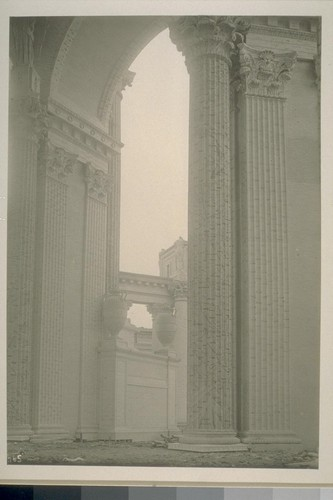 H65. [Colonnade, Palace of Fine Arts (Bernard R. Maybeck, architect).]