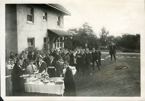 Outdoor meal, Pomona College