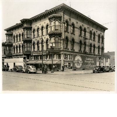Southwest corner of Washington and 9th Streets in downtown Oakland, California. Oakland Household Co. in view