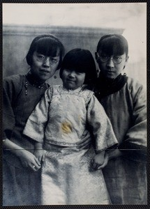 Eileen Chang with her aunt and niece, ca. 1923-1924