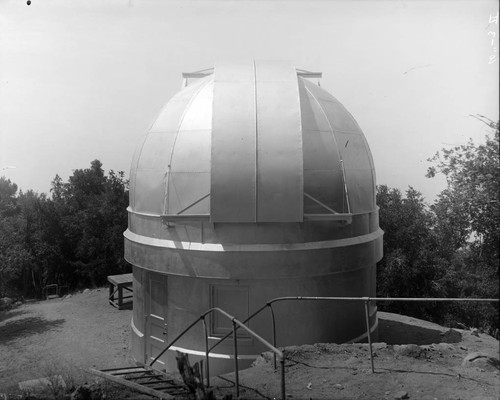 New dome and closed shutter of the 10-inch telescope building, Mount Wilson Observatory