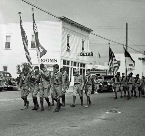 Boy Scouts in the Fiesta de la Luna Parade