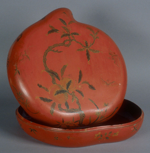 Large sweatmeat container with lid; peach design; shaped like peach