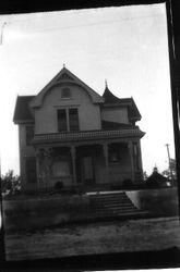 Queen Anne home built in 1903 by George Strout at 253 Florence Avenue in Sebastopol