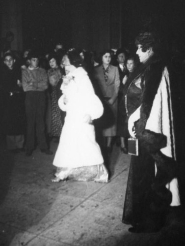 Women arriving for the premiere of Tristan und Isolde at the Shrine