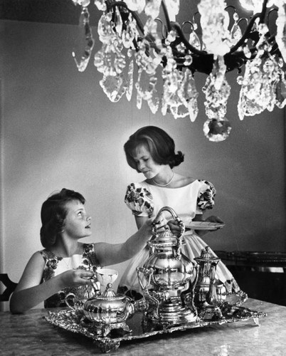 Tea and chandeliers set
