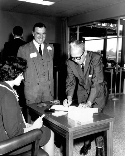 People at open house of the Coddingtown Branch of United California Bank