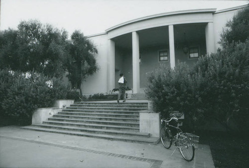 Honnold Library entrance, Claremont University Consortium