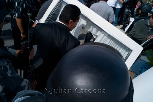 Funeral car and police, Juárez, 2008