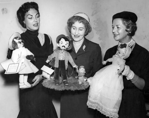 Dolls win top philanthrophy [sic] prize