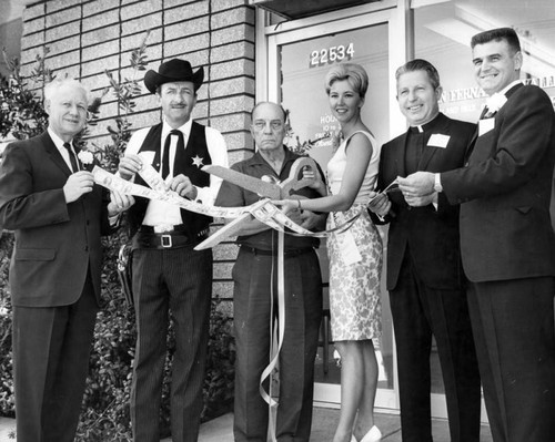 Valley bank celebrates opening