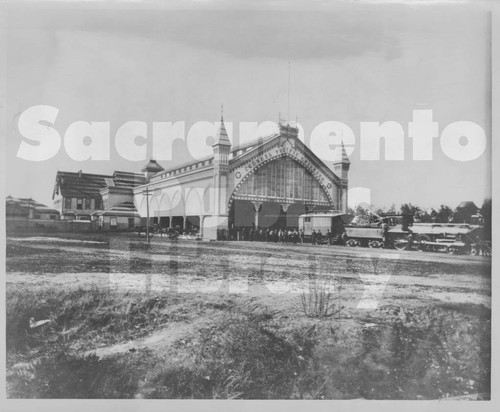 Calisphere: Southern Pacific Railroad Arcade Depot