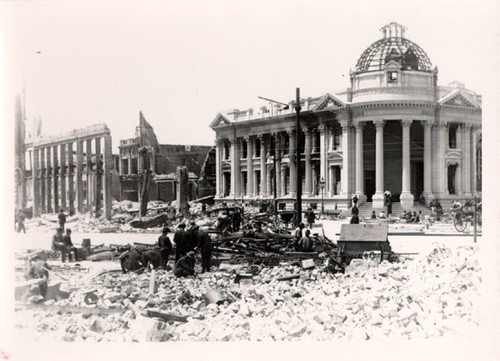 [Hibernia Bank, surrounded by ruins of other buildings destroyed in the earthquake and fire of 1906]