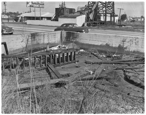Abandoned Oil Storage : Hazard, Long Beach Blvd