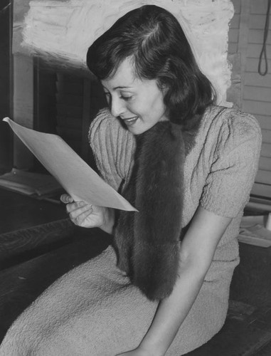 Luise Rainer becomes American citizen