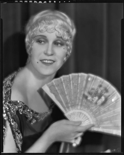 Peggy Hamilton posing with an open fan, 1930