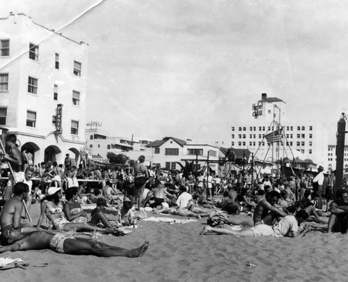 Muscle Beach crowds