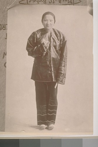 [Unidentified Chinese woman, Chinatown, San Francisco, California]