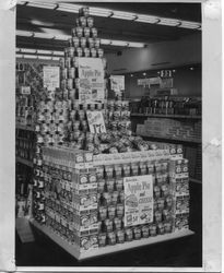 Publicity photo of supermarket display with Redwood Empire sliced apples