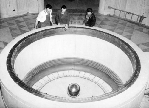 Gazing at the pendulum, Griffith Observatory