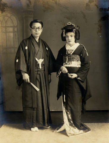 Image Man And Woman Dressed In Traditional Japanese Wedding Clothing
