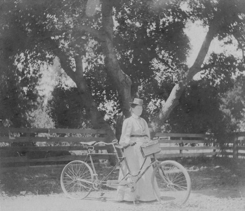 1897 Woman with tandem bicycle