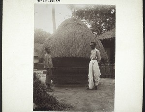 Container for rice wrapped round and roofed with straw (Boys' boarding school, Udapi)