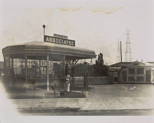 R. F. Heyward's Associated Gasoline station at the intersection of Third and C Streets, Petaluma, California, about 1930