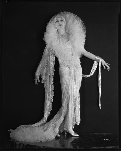 Peggy Hamilton modeling a Max Rée hostess gown with a tulle collar, 1928