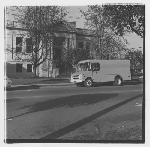 Keith Hotaling and the Library's delivery van outside the Carnegie Library, Healdsburg