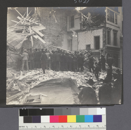 [Rescuers gathered at Wilcox House (rooming house), Second and Jessie Sts.]