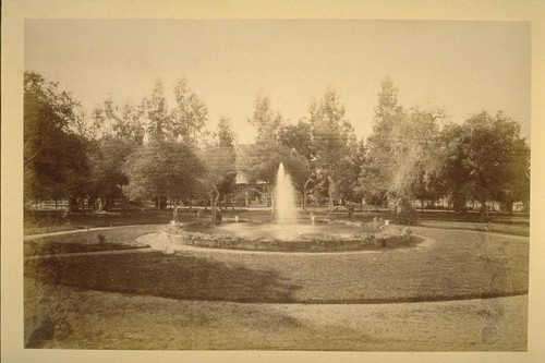 "[Garden and fountain of ""Fair Oaks"" residence of Thomas H. Selby. ?]"