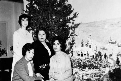 Christmas scene with Viola Stephan's mother and sisters
