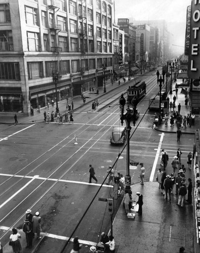 Calisphere: Seventh and Broadway on V-J day