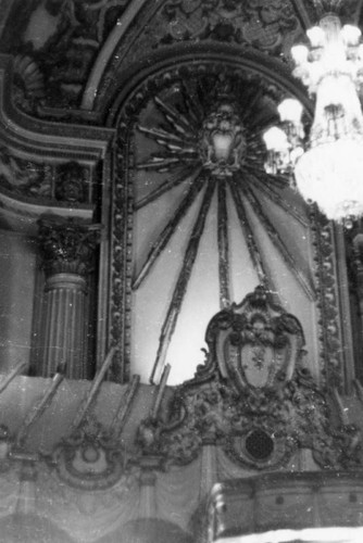 Lone chandelier, Los Angeles Theatre