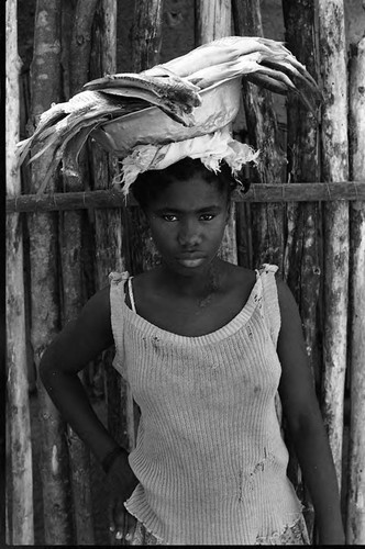 Young woman with plate of fish on her head, San Basilio de Palenque, 1975